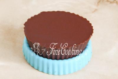 Когда верхний слой (он же донышко) схватится и затвердеет, можно лакомиться десертом