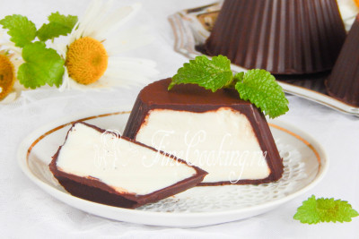 Согласитесь, что покупать такой вкусный десерт в магазине совершенно нет необходимости? Рецепт - очень простой, набор продуктов - вполне доступный, а результат - выше всяких похвал