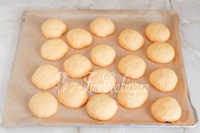 Шаг 10. Выпекаем ароматное тыквенное печенье в заранее прогретой до 200 градусов духовке на среднем уровне (у меня только нижний нагрев) около 20-25 минут