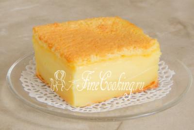 Нарезаем пирог порционными кусочками и подаем дегустаторам, внимательно изучая их реакцию