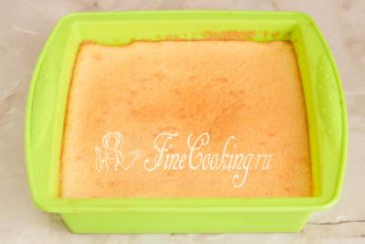 Выпекаем наш пирог в заранее прогретой духовке на среднем уровне около 1 часа при 160 градусах