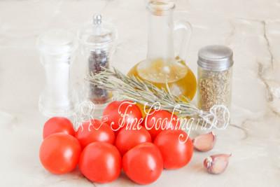 Чтобы приготовить домашние вяленые помидоры, нам понадобятся следующие продукты: свежие отборные томаты, оливковое масло, свежий чеснок, розмарин, орегано, соль и молотый черный перец