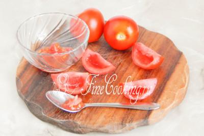 Отбираем самые красивые, зрелые и целые помидоры среднего размера