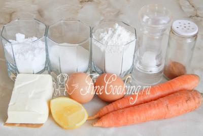 В рецепт морковного печенья входит очень много моркови (6-8 средних корнеплодов), мука пшеничная (еще пару ложек для формовки), яичные желтки, сливочное масло, сахарный песок, щепотка соли и немного молотой корицы