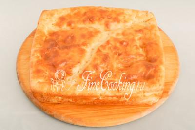 Такой пирог можно есть сразу после приготовления - я доставала из формы прямо горячим