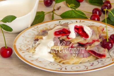 А вот и [вареники с вишней](/recipe/vareniki-s-vishnej-na-paru), которые я готовила на этом заварном тесте