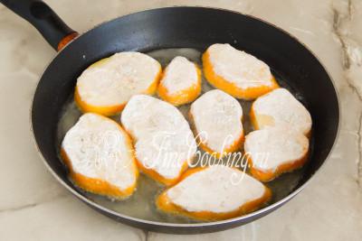 Берем широкую сковороду, наливаем в нее растительное масло и хорошо его разогреваем