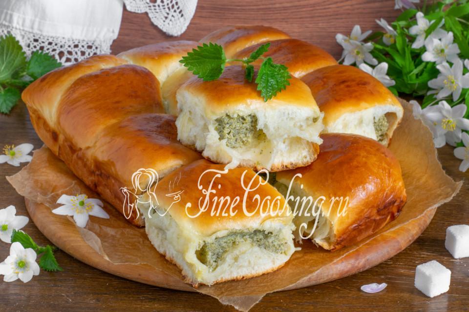 Дрожжевые пирожки с творогом и крапивой