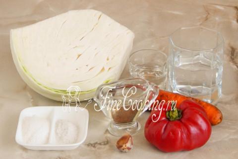 В рецепт капусты Провансаль быстрого приготовления входят следующие ингредиенты: белокочанная капуста, сладкий болгарский перец, свежая морковь, средний зубок чеснока, вода, уксус, рафинированное растительное масло, соль и сахарный песок