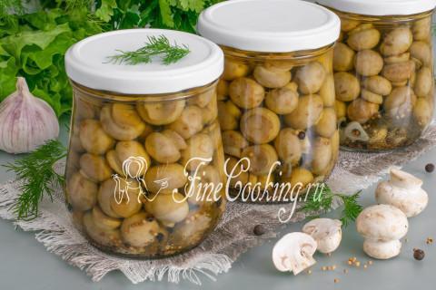 Маринованные шампиньоны домашнего приготовления - это не только очень вкусная холодная закуска, но и подходящий ингредиент для всевозможных салатов