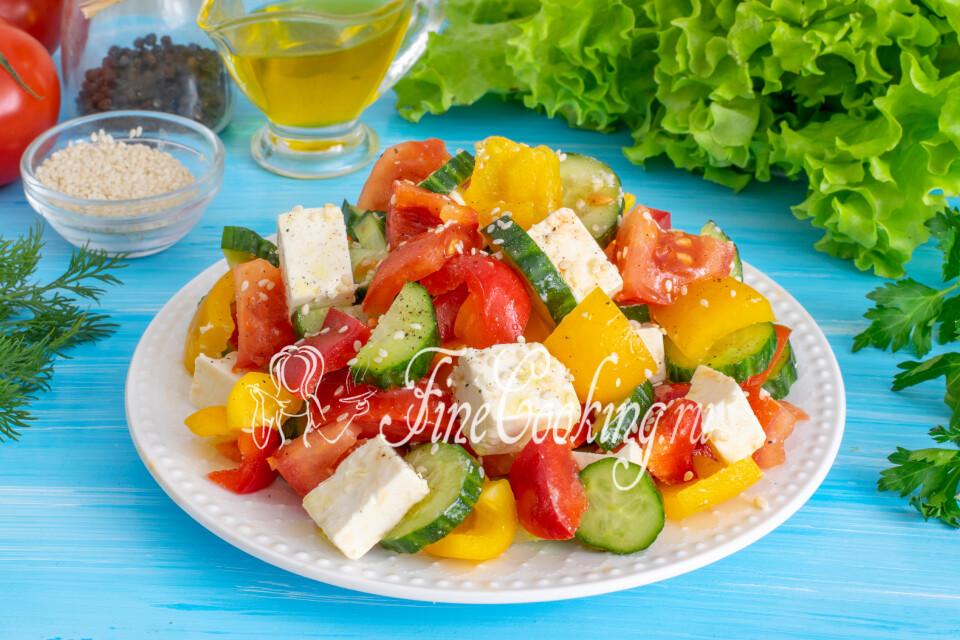 Овощной салат с творожным сыром