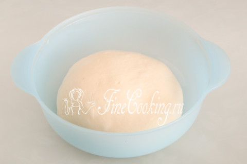 Пирог с клубникой на дрожжевом тесте. Шаг 10