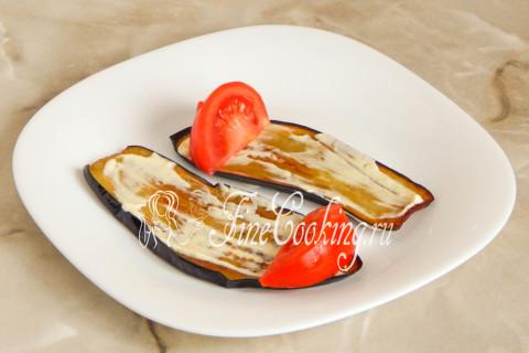 Рулетики из баклажанов с помидорами и чесноком. Шаг 10