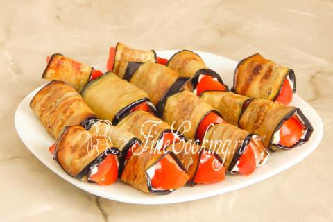 Рулетики из баклажанов с помидорами и чесноком. Шаг 12