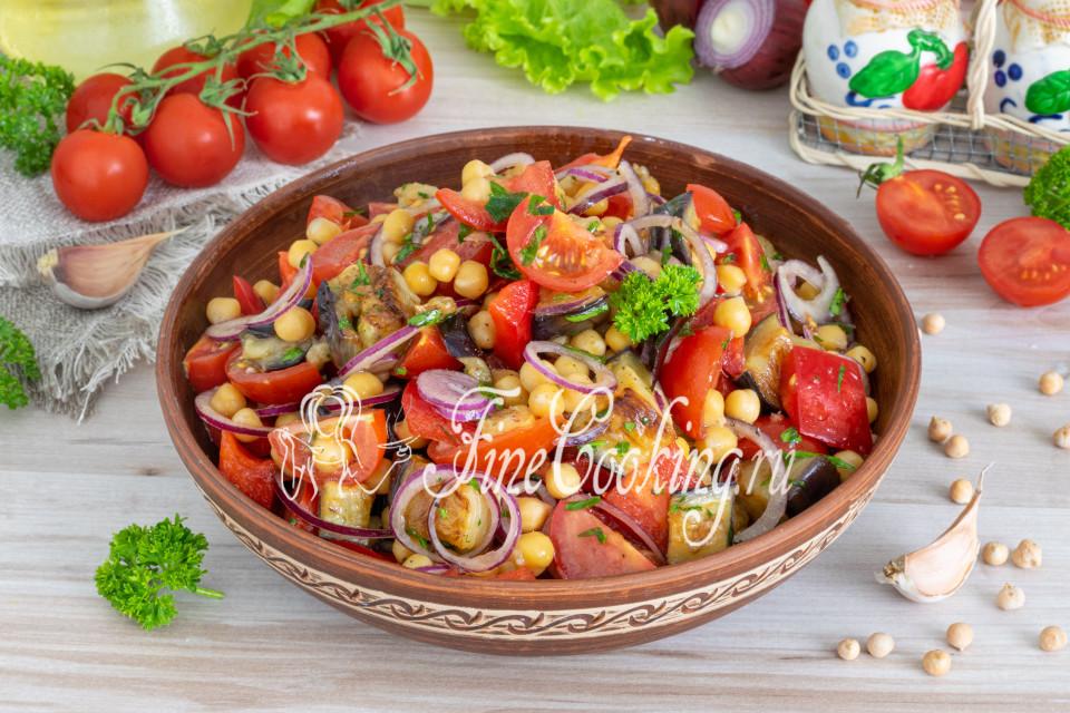 Салат с баклажанами и нутом