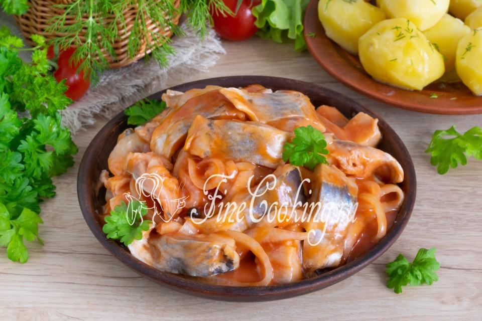 Сельдь, маринованная в томатном соусе