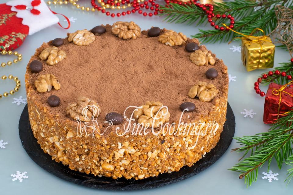 Торт из печенья с орехами без выпечки