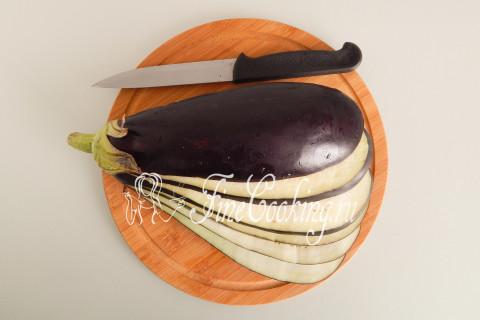 Веер из баклажанов с помидорами и сыром. Шаг 4