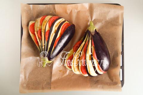 Веер из баклажанов с помидорами и сыром. Шаг 8